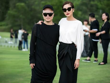 Ngọc nữ Tăng Thanh Hà diện váy nửa trắng nửa đen ấn tượng đến show Đỗ Mạnh Cường