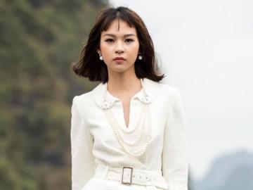 BST mới của Lê Thanh Hoà quyến rũ và đẳng cấp với phụ kiện ngọc trai