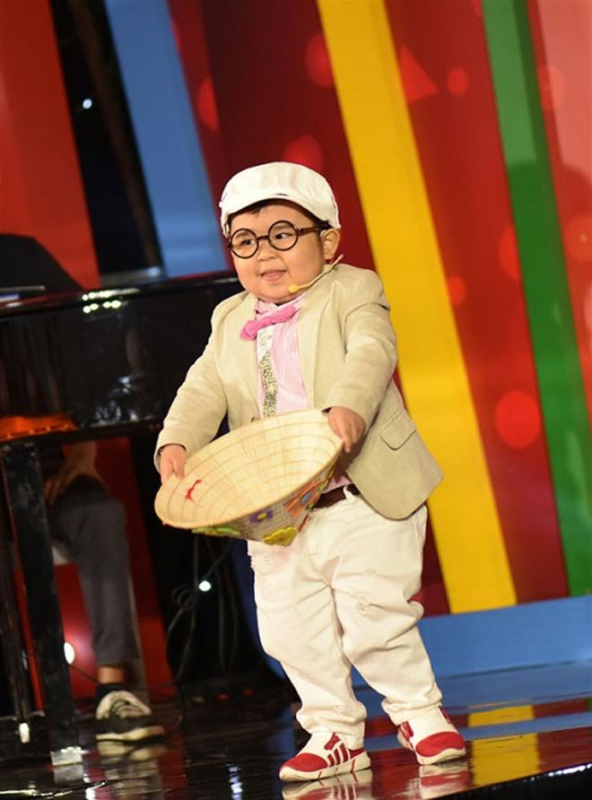 "bat ngo voi cuoc song cua cau be ""chay show tram trieu"" ku tin sau 3 nam noi tieng - 1"