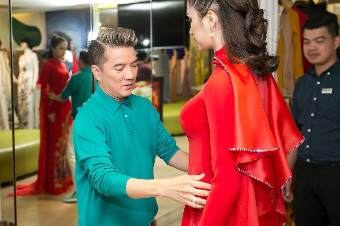 huong giang duoc dam vinh hung tan tay chon ao dai de di thi hoa hau - 3