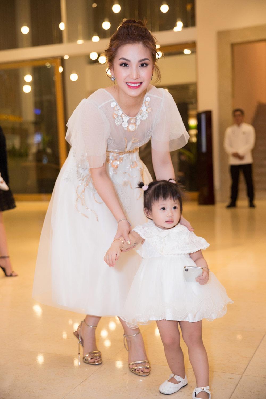 sieu mau thanh hang, minh tu cung nhau dot chay san dien asian kids fashion week - 11