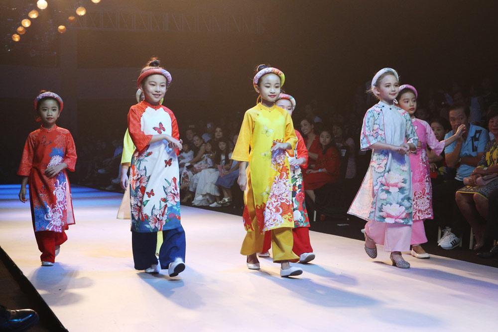 sieu mau thanh hang, minh tu cung nhau dot chay san dien asian kids fashion week - 5