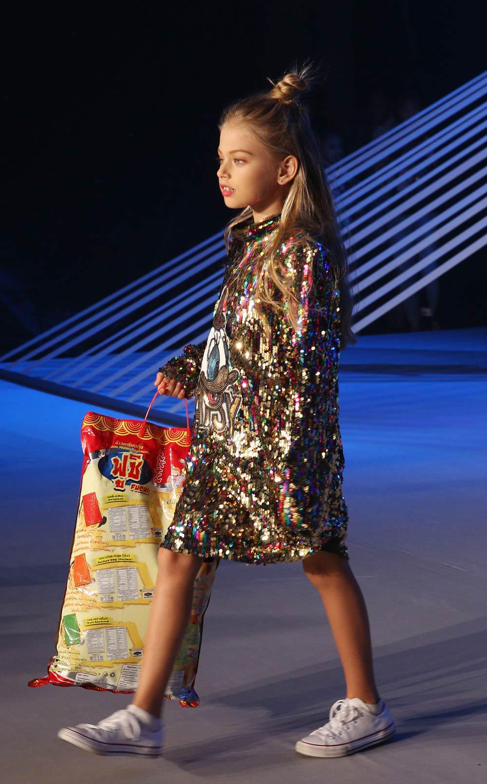 sieu mau thanh hang, minh tu cung nhau dot chay san dien asian kids fashion week - 4
