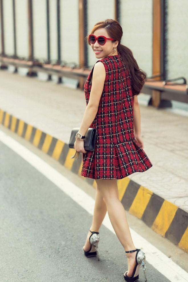 a khoi mai dieu linh khoe street style cuc ky tre trung va cuon hut - 11