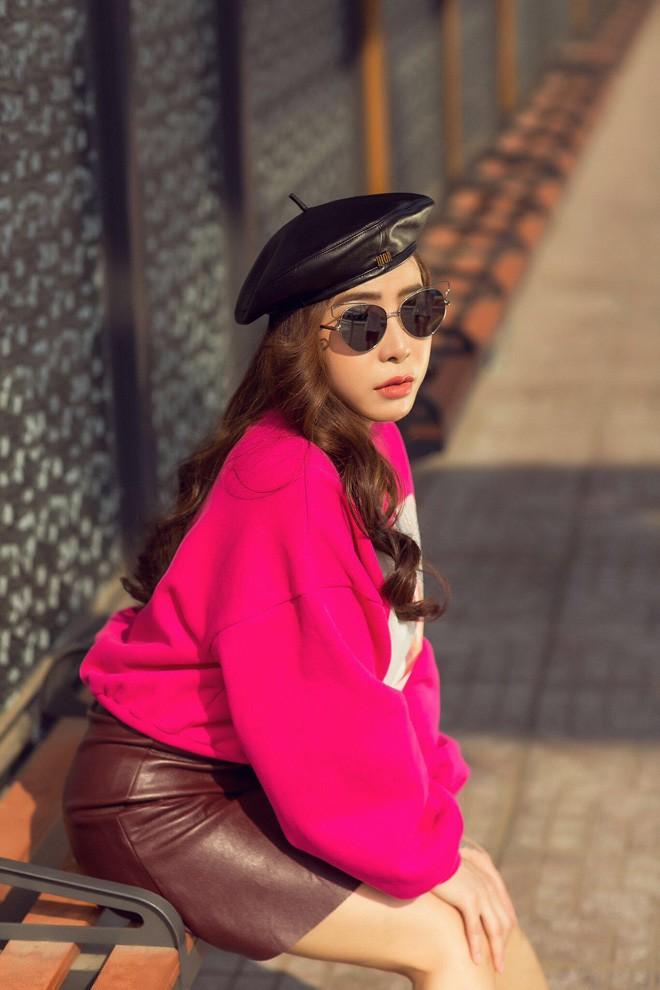 a khoi mai dieu linh khoe street style cuc ky tre trung va cuon hut - 3