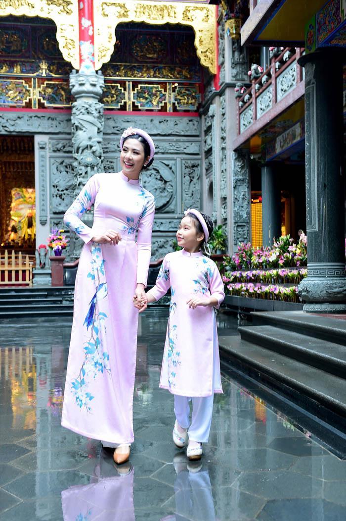 ngoc han rang ro dien ao dai doi voi mau nhi mang hai dong mau hoa - viet - 8