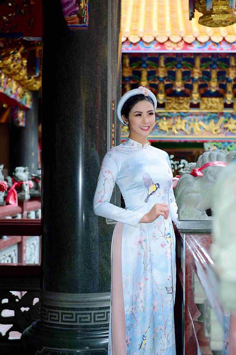 ngoc han rang ro dien ao dai doi voi mau nhi mang hai dong mau hoa - viet - 1