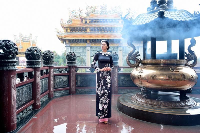 ngoc han rang ro dien ao dai doi voi mau nhi mang hai dong mau hoa - viet - 10