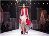 Khi còn là người mẫu, Hoa hậu H' Hen Niê đã có màn catwalk đỉnh cao dù giày quá rộng