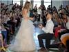 Đang trình diễn váy cưới, cô người mẫu này bất ngờ có luôn được chồng đẹp trai!