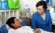 Bộ trưởng Y tế thăm người mẹ ung thư của thuyền trưởng tàu cảnh sát biển