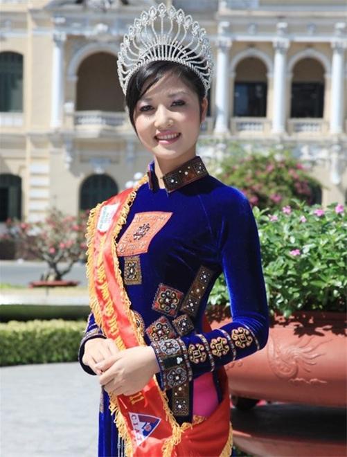 Chuyện chưa kể về Hoa hậu Việt đầu tiên trả vương miện