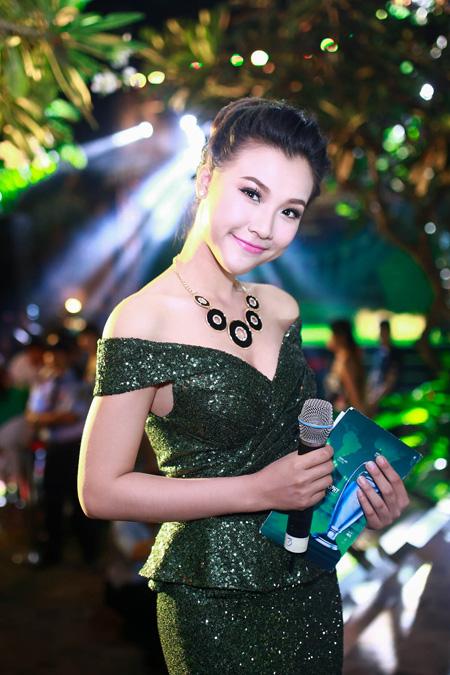 Linh Nga, Hoàng Oanh trang điểm đẹp nhất tuần