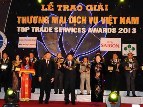"""Trao Giải thưởng """"Thương mại dịch vụ Việt Nam 2013"""" lần thứ VI"""
