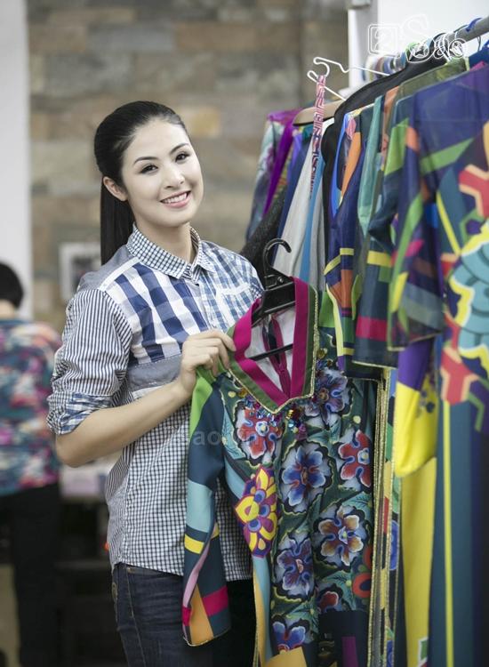 Ngọc Hân thiết kế áo dài hình ảnh Hàn Quốc tại Festival Huế 2014