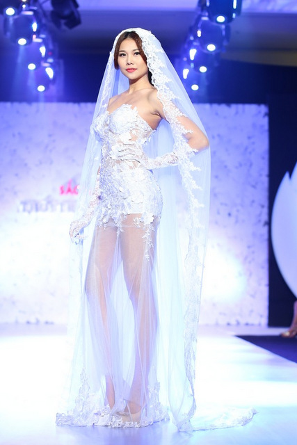 Thanh Hằng gợi cảm với váy cưới xuyên thấu
