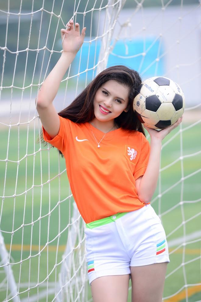 Nữ sinh Sân khấu Điện ảnh cởi áo ăn mừng nếu Hà Lan ghi bàn