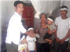 Vợ bỏ nhà đi để lại 3 con nhỏ, chồng treo cổ trong vườn nhà