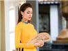 Hoa Hậu Thư Dung nền nã khoe sắc trong tà áo dài xuân đón Tết