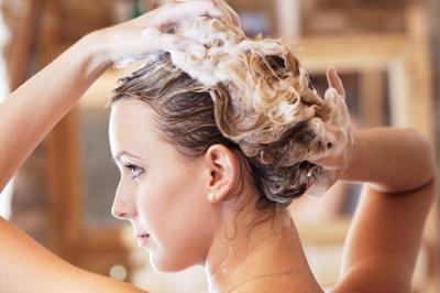 Bí quyết cho tóc dầu luôn óng ả mùa hè
