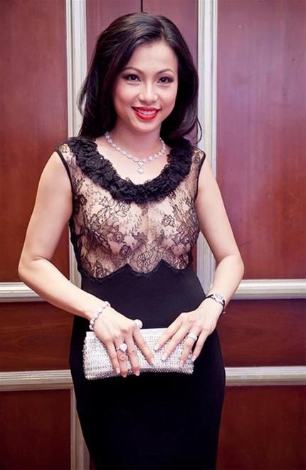 Xu hướng thời trang xuyên thấu của sao Việt