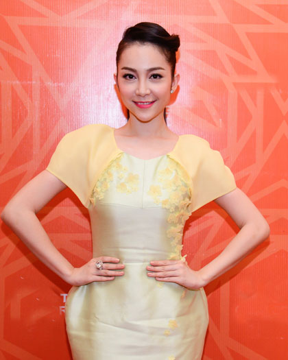 Linh Nga duyên dáng với váy kiểu bút chì