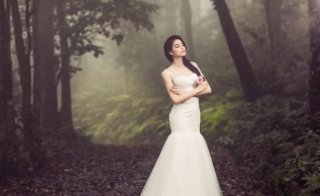 Á hậu Phạm Hương hóa cô dâu trong rừng