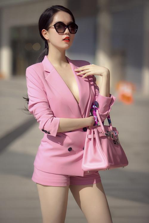 Ngọc Trinh: 'Mỗi lần shopping, tiêu hết gần 1,5 tỷ'