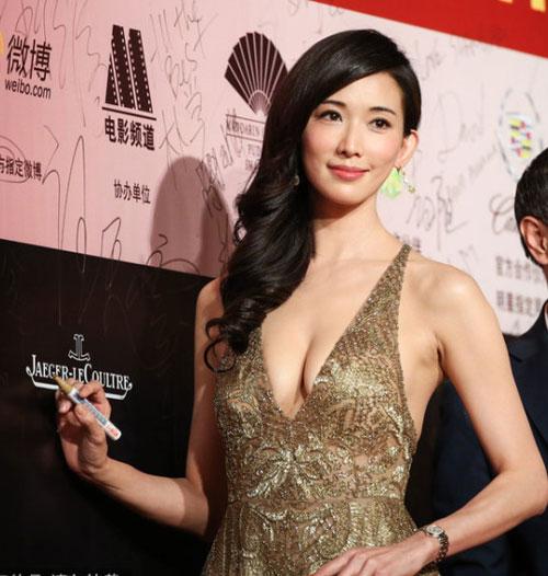 Lộ ngực lệch, Lâm Chí Linh bị đồn dao kéo