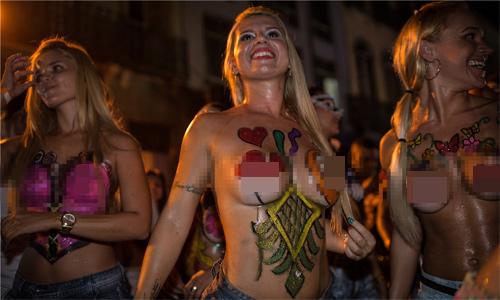 Ngây ngất với lễ hội của thời trang và da thịt