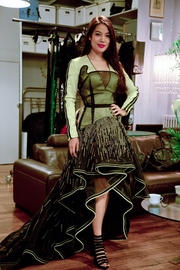 Trương Ngọc Ánh diện váy cầu kỳ của nhà thiết kế Pháp